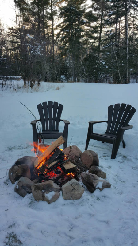 herbster-cottage-campfire-in-the-winter-snow-2